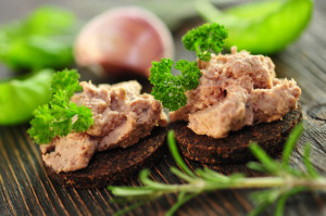 photo: Westphalian Pumpernickel with pâté. http://de.fotolia.com/id/44709842 © photocrew / fotolia.com